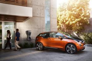 Официальные даты премьер и названия двух новинок до сих пор неизвестны. BMW i8 и i3 поступят в продажу в октябре-ноябре 2013 года по стоимости от 100 000 евро за спорткупе и 40 000 евро за хэтчбек.