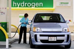 В 2040 году в структуре источников энергии для автомобилей первое место будет отведено дизельному топливу, то есть, бензин отступит на второе место.