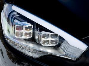 До сих пор ксеноновые фары есть не на каждой машине, например, Skoda Superb получил их совсем недавно, несмотря на то, что автомобиль является флагманской моделью марки.