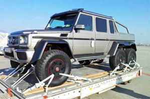 Компания Mercedes-Benz специально для жителей Ближнего Востока разработала два шестиколёсных внедорожника G 63 AMG с прочным кузовом «пикап» .