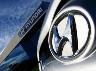 В скором времени сравнительно крупный отзыв автомобилей ожидает корейский альянс Kia-Hyundai. Одновременно двум компаниям предстоит отправить на сервис почти два миллиона машин. Причина данного отзыва – проблемы с работой подушек безопасности и стоп-сигналов.