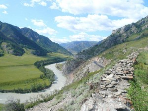 Вид со старого Чуйского тракта на реку Чуя.